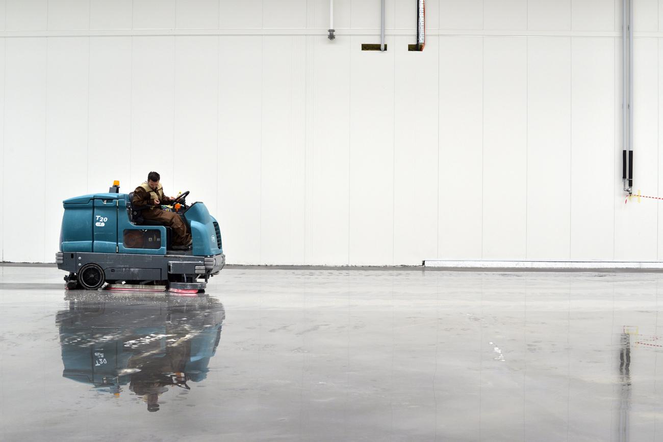 reinigung von industrieb den. Black Bedroom Furniture Sets. Home Design Ideas